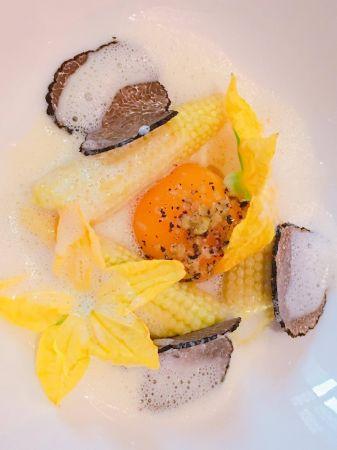 台灣獨家:玉米筍 慢煮蛋黃 黑松露佐帕瑪森起司與櫛瓜花 Baby Corn Egg Yolk Black Truffle Cheese