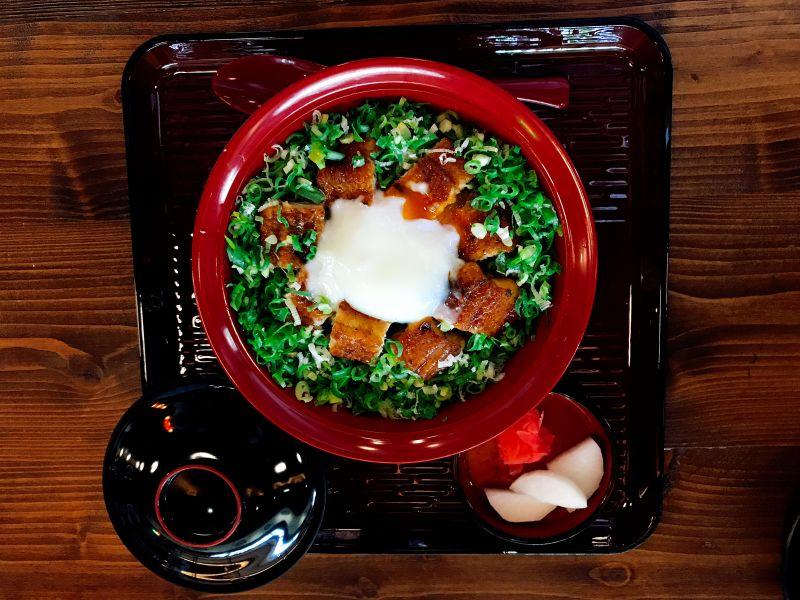 温玉蔥花鰻魚丼/330 元