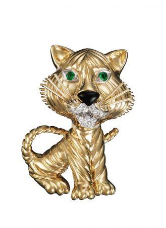 1960年代與1970年代_Tiger胸針_1968年_鉑金,黃K金,祖母綠,琺瑯,鑽石