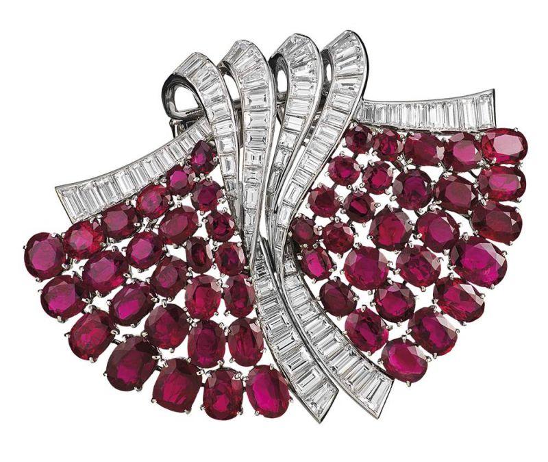 1930年代_Double fan胸針_1937年_鉑金,紅寶石,鑽石