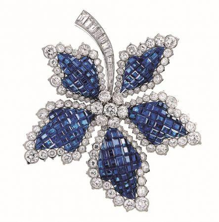 1950年代_隱密式鑲嵌Chesnut leaf胸針_1952年_鉑金,黃K金,藍寶石,鑽石