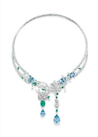 Piaget 以約瑟芬皇后鍾愛的玫瑰為靈感打造 Limelight Rose Passion 系列項鍊。