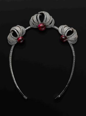 Cartier 紅寶石與鑽石冠冕,以1955年設計為藍本為電影重製作品。