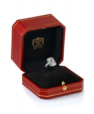 摩納哥蘭尼埃三世親王送給未婚妻葛麗絲凱莉的Cartier訂婚戒指。