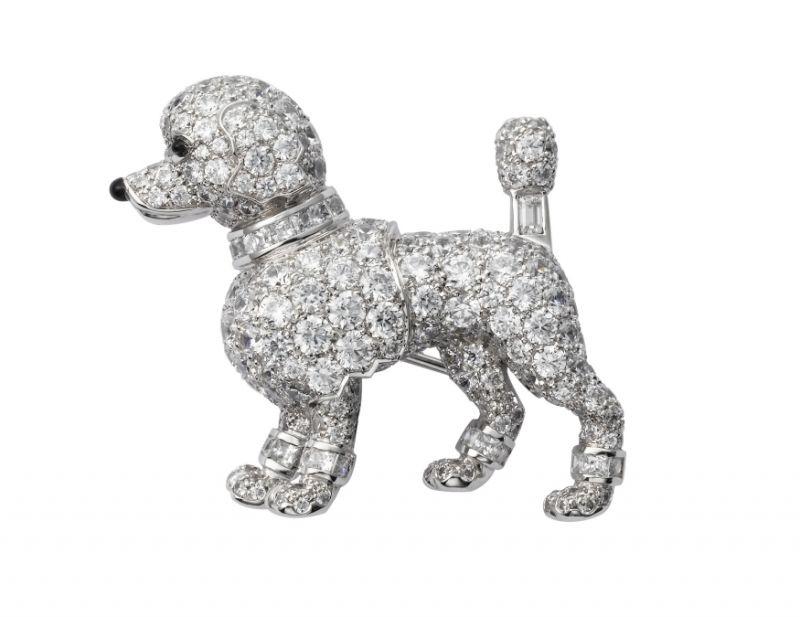 Cartier以1958年製作的貴賓狗造型胸針為藍本為電影重製作品。