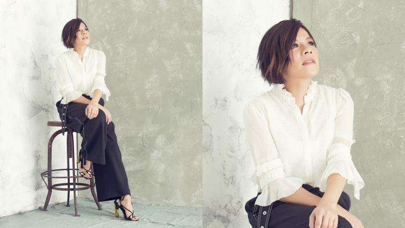 雪紡荷葉襯衫,Shiatzy Chen;縫線細節寬褲,Proenza Schouler;流蘇綁帶高跟涼鞋,Giuseppe Zanotti Design。
