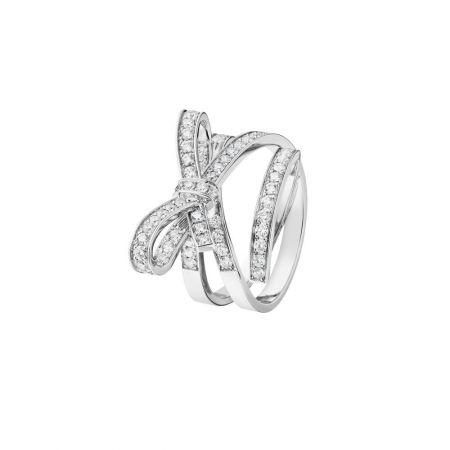 Ruban 戒指18K白金,鑲嵌67顆總重0.92克拉鑽石。建議售價NT$272,000元