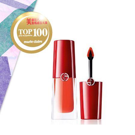 Giorgio Armani 奢華訂製柔霧唇露 NT$1,250革命性唇露質地,首創「立體夾心刷頭」,能精準釋放唇露、均勻上色,一筆勾勒,打造精緻唇妝。