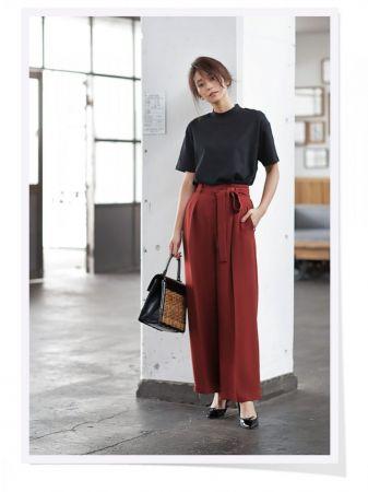 UNIQLO 女裝寬版中高領T恤 (短袖) 、UNIQLO 女裝高腰緞帶寬褲 ※其他配件為私物