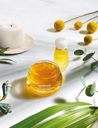 DARPHIN岩蘭草舒壓芳香精露系列包含岩蘭草舒壓花瓣精露面膜、岩蘭草舒壓精露。