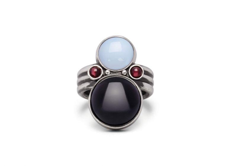 玉髓混石榴石戒指,Bottega Veneta,NT17,800。