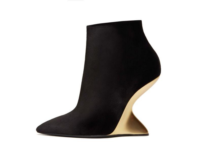 天鵝絨流線楔形鞋,Salvatore Ferragamo,NT40,500。