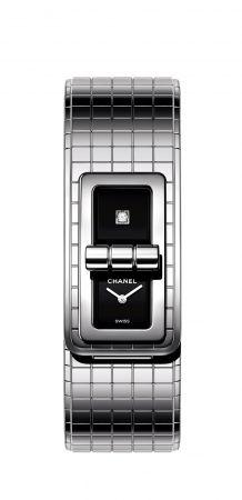 Code Coco腕錶精鋼錶殼與錶帶。黑色漆面錶盤, 單獨鑲嵌一顆公主式切割鑽石。高精準度石英機芯。防水深度:30米。長寬: 38,1 x 21,5 毫米建議售價NTD164,000元