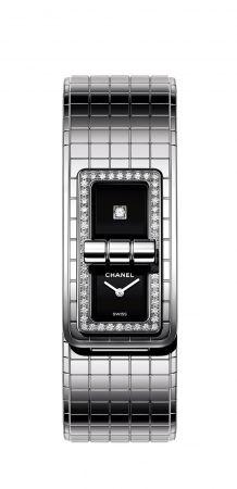 Code Coco腕錶精鋼錶殼與錶帶。精鋼錶殼鑲嵌52顆明亮式切割鑽石。黑色漆面錶盤, 單獨鑲嵌一顆公主式切割鑽石。高精準度石英機芯。防水深度:30米。長寬: 38,1 x 21,5 毫米鑽石: 約0.63 克拉。建議售價NTD302,000元