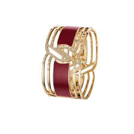 """""""My Red""""手鐲以18K黃金及紅色的HyCeram*鑲嵌109顆總重0.65克拉明亮式切割鑽石。建議售價NTD1,079,000元"""