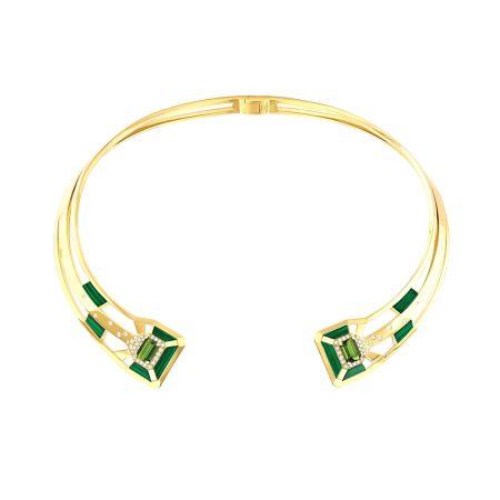 """""""My Green""""項鍊以18K黃金鑲嵌兩顆總重3.66克拉祖母綠切割綠色的電氣石, 10片雕刻孔雀石與64顆明亮式切割鑽石。建議售價NTD1,512,000元"""