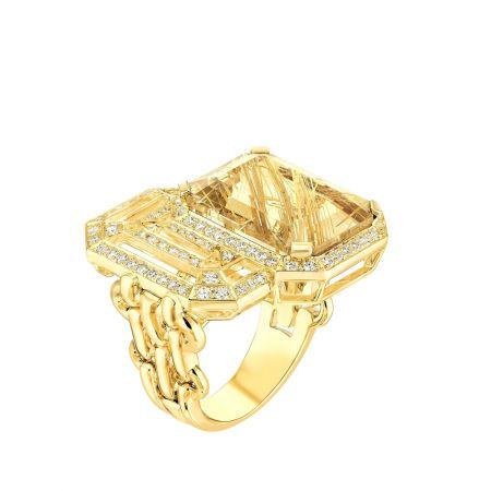 """""""My Chain""""戒指以18K黃金鑲嵌一顆12.5克拉祖母綠式切割髮晶和76顆明亮式切割鑽石。建議售價NTD440,000元"""