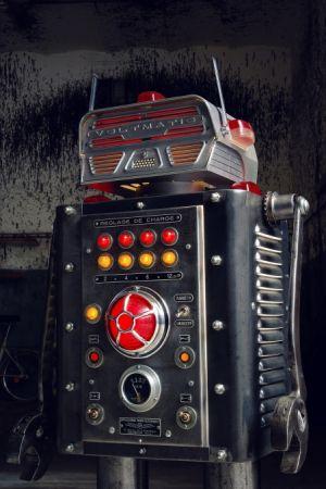 MB_F M.A.D.Gallery Brauer夜光機器人 Voltmatic,建議售價NT428,000。