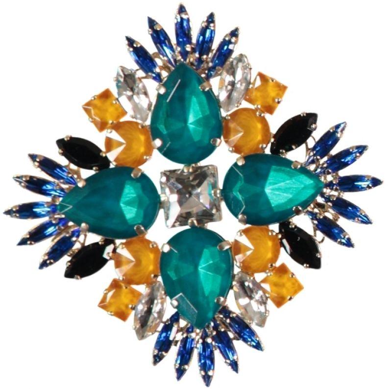 水晶花朵胸針,Essentiel@Gillmer Boutique。