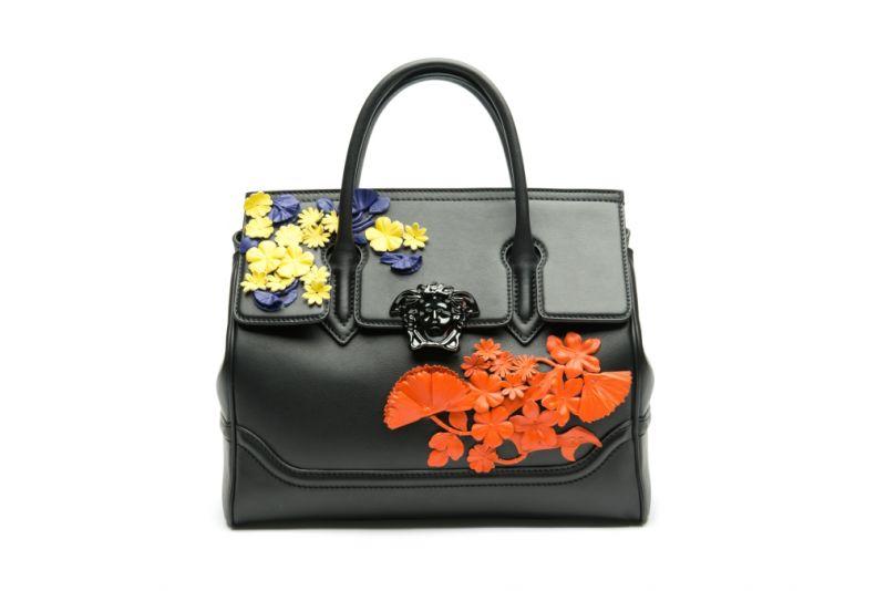 皮革花朵裝飾手提包,Versace。