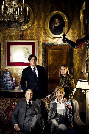 Sisley 創立於1976年,由伯爵後裔修伯特•多納諾所創立,多納諾是一個起源於科西嘉島的家族,在拿破崙時代就立下赫赫戰功,是目前法國僅有幾個擁有伯爵頭銜的家族之一;伯爵夫人則是波蘭皇族的後裔。