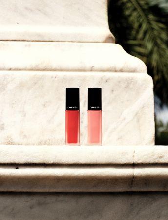 由左至右:香奈兒超炫耀絲絨唇露 #164紅石榴琴酒#166紅粉佳人