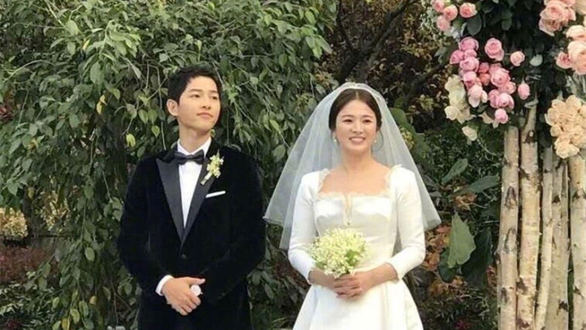 《太陽的後裔》雙宋CP世紀大婚!宋慧喬絕美訂製婚紗、婚戒行頭揭密