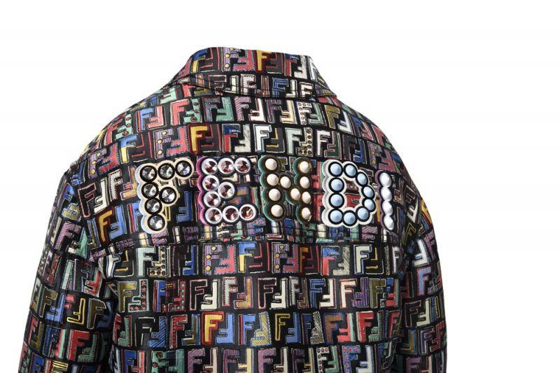 微風信義獨家-彩色Logo外套(反面)NT81,900