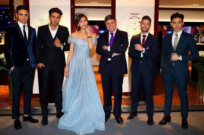林志玲與張力昂配戴 Longines 浪琴錶2017年全新巨擘系列,與浪琴副總裁暨全球行銷總監 Juan-Carlos Capelli 合影。