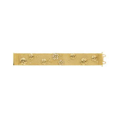 Impression Camélia 手鍊18K黃金鑲嵌81顆鑽石。建議售價NTD776,000元