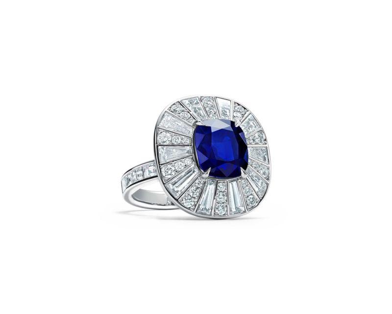 Tiffany 鉑金鑲嵌5.26克拉藍寶石與鑽石戒指(Natalie Portman娜塔莉波曼佩戴款) 價格店洽