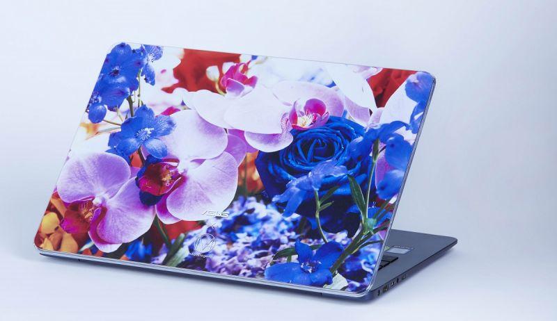 「我非常喜歡這次的設計,自己也愛不釋手。希望大家用電腦的時候心情都會很好。」(ASUS ZenBook UX430 裝上蜷川實花聯名保護殼)