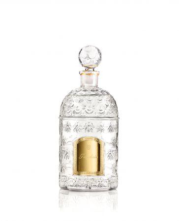 帝王香水 白色帝王蜂印瓶 White Bee Bottle 250ml,NT8,000(共5款香氣,白瓶可於全省嬌蘭專櫃以預訂方式購入)
