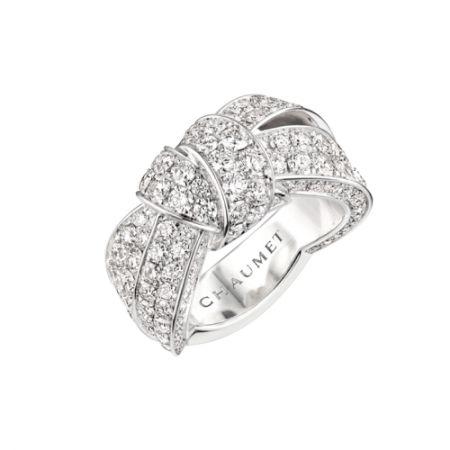 Liens Séduction 寬版18K白金戒指,建議售價NT971,000。