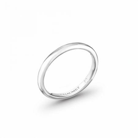 Classique Les Eternelles de Chaumet 2mm 鉑金戒指,建議售價NT32,000。