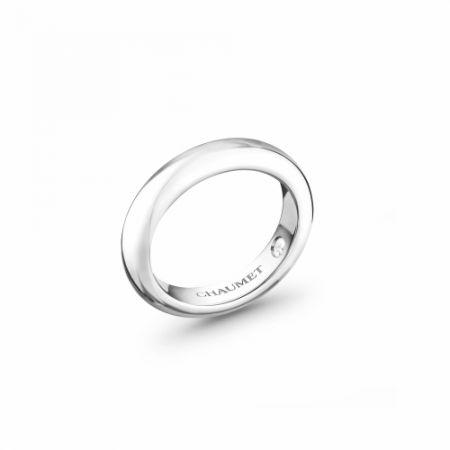 Classique Les Eternelles de Chaumet 4mm 鉑金戒指,建議售價NT69,000。