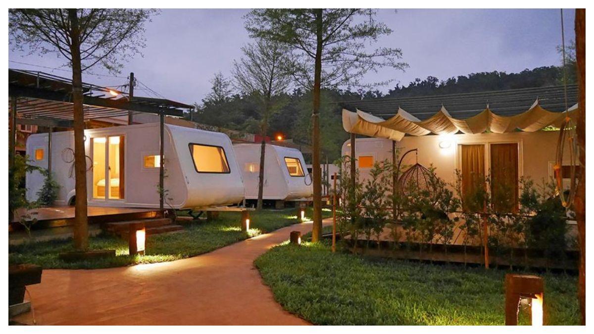 超級湖景第一排!宜蘭梅花湖「天ㄟ露營車」,給閨蜜們最棒的小旅行~