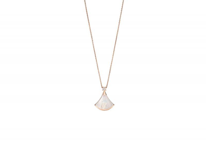 BVLGARI Divas Dream系列玫瑰金珍珠母貝項鍊 參考售價約NT$57,000