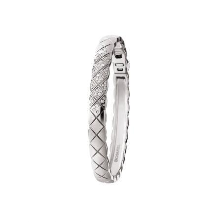 """""""COCO CRUSH """"手環18K白金鑲嵌81顆明亮式切割鑽石。建議售價NTD 318,000元"""