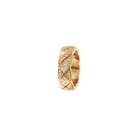"""""""COCO CRUSH """"戒指_小型款18K Beige米色金鑲嵌鑽石。建議售價NTD 136,000元"""