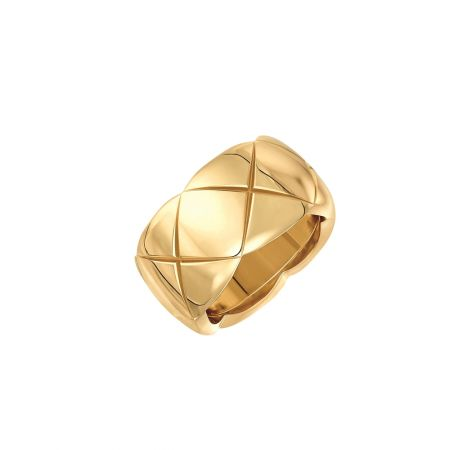 CHANELCoco Crush戒指_中型款18K黃金建議售價NT100,000