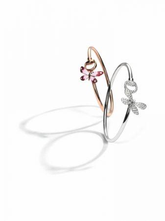 Gucci Floral系列,18K玫瑰金琺瑯彩繪蝴蝶與馬銜手鐲,NT92,900。/ Gucci Floral系列,18K白金蝴蝶與馬銜鑲鑽手鐲(0.9克拉),NT217,400。