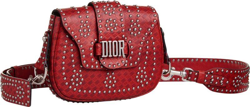 牛皮花朵釘飾大型馬鞍包,Dior,NT130,000。
