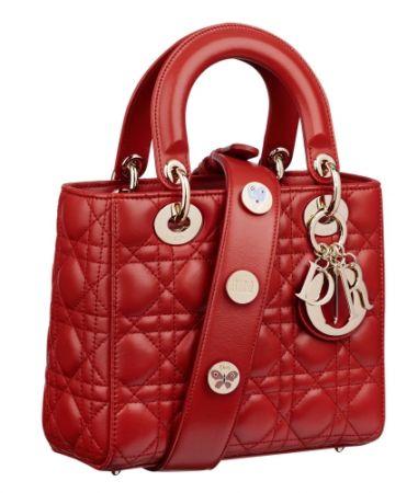徽章背帶小羊皮肩背提包,Dior,NT110,000。
