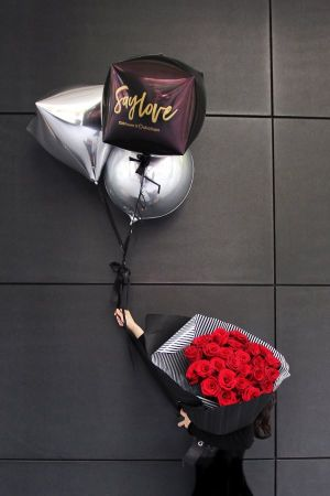 誠品生活信義店|O! balloon×CN Flower_玫瑰花火氣球花束組│特價10,000元│原價12,000元。