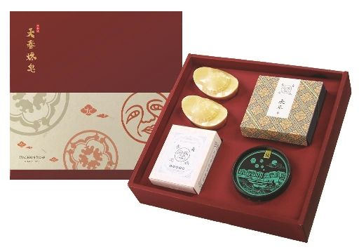 誠品生活松菸店|年貨大街|expo|大春煉皂|特價990元,原價1,200元。