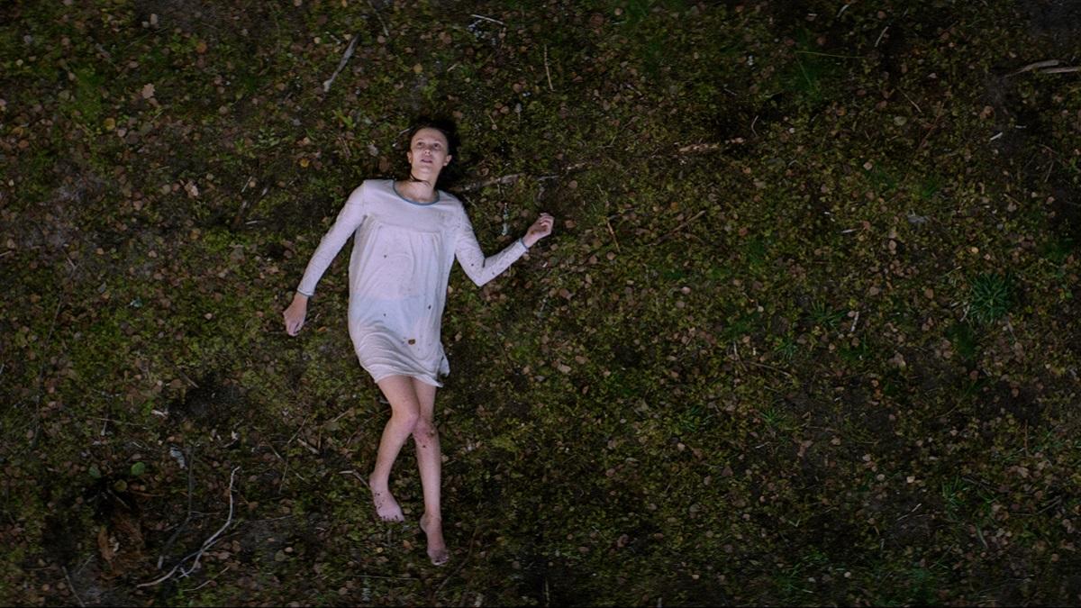 女巫在這裡!挪威超能力驚悚片《魔女席瑪》,詭譎又純愛的超自然童話