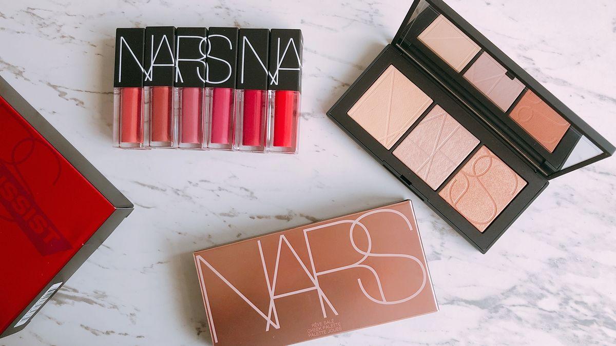 「這一盒打亮收進珍珠金、柔粉紅、玫瑰金絕美3色」還有迷你惹火唇誘禮盒,NARS三月限量彩妝太逼人