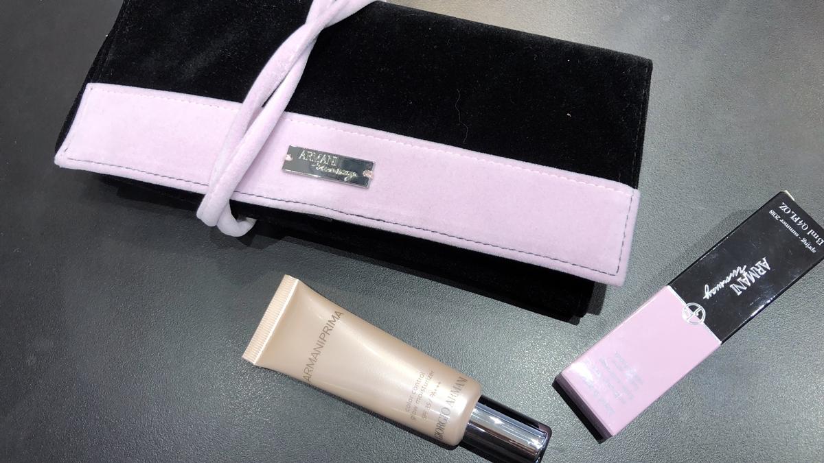 加入玫瑰光粉體,Giorgio Armani全新CC霜打造「絲絨玫瑰光」妝容,還有超限量的粉裸絲絨後台化妝包組合
