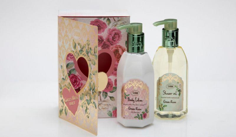 SABON【以色列綠玫瑰 沐浴保養組】NT.1,980沐浴保養組精緻的包裝,配合暢銷全球的以色列綠玫瑰香氛,將每天的沐浴變成專屬媽媽的舒壓時刻,你的最愛,值得最好的寵愛,組合包含:以色列綠玫瑰沐浴油250ml +以色列綠玫瑰身體乳250ml